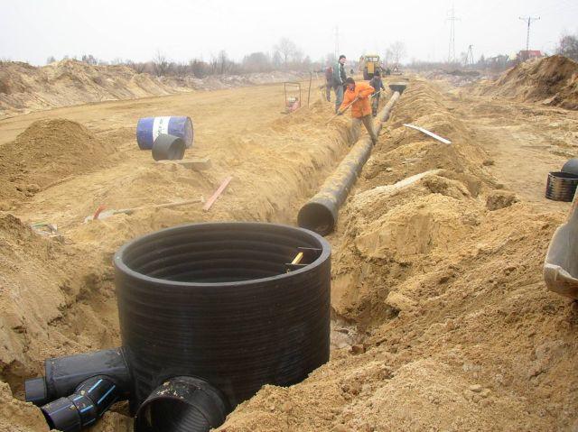 Ruszają prace przy budowie kanalizacji w Siekierzycach